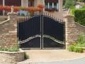 Klasické brány s otevíráním do stran, zdroj: shutterstock.com