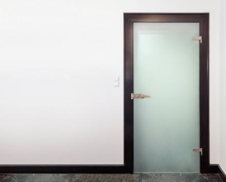 Celoskleněné dveře, zdroj: shutterstock.com