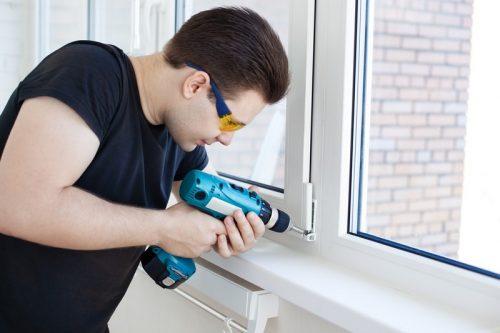 Hodinový manžel zvládne všechny drobné opravy v bytě, zdroj: shutterstock.com