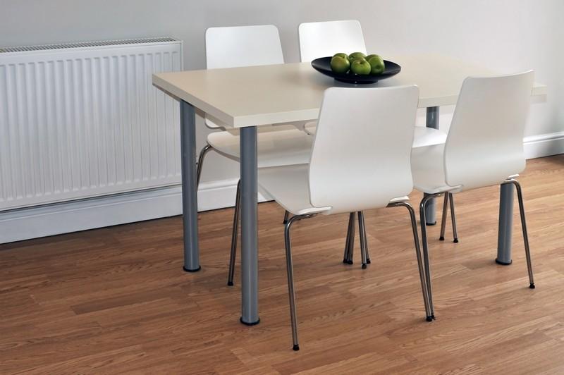 Oprava laminátové podlahy je složitější, zdroj: shutterstock.com