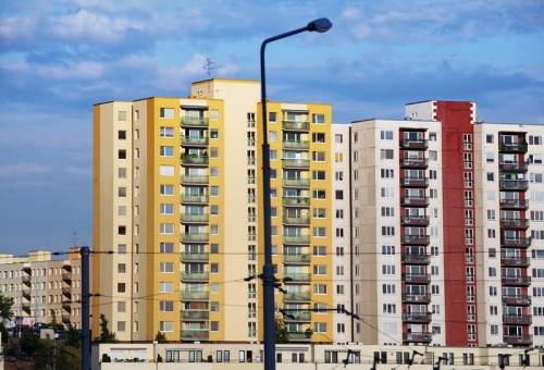 Plochá střecha je populární u panelových domů, zdroj: shutterstock.com
