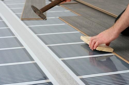 Elektrická topná rohož lze použít pod dlažbu i plovoucí podlahu, zdroj: shutterstock.com
