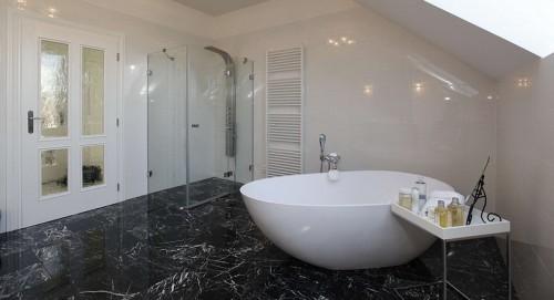 Pokud máte dostatek prostoru, můžete zvolit volně stojící vanu, zdroj: siko-koupelny.cz