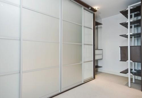 Vestavěné skříně využijí prostor na maximum, zdroj: shutterstock.com