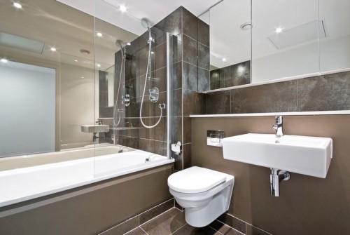 Koupelna spojená s WC, zdroj: shutterstock.com